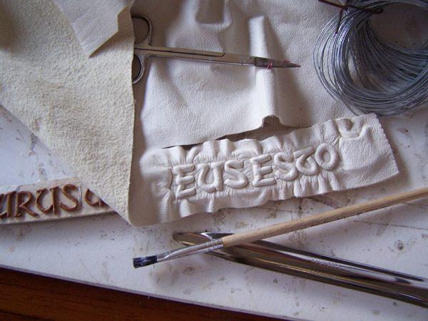 Scottish Coat of Arms Family Album - leather embossing Murus Aheneus Esto banner